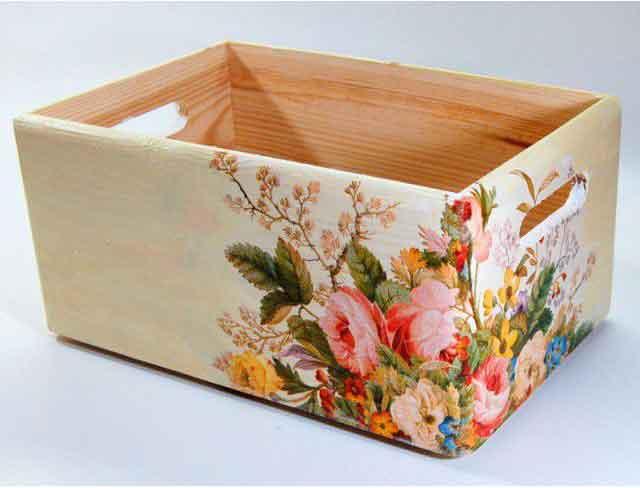 Aranjament floral culori pastelate pe ladita de lemn, ladita depozitare 7357