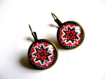 Cercei cu motiv etno folcloric din bronz, culori alb, rosu si negru 28896