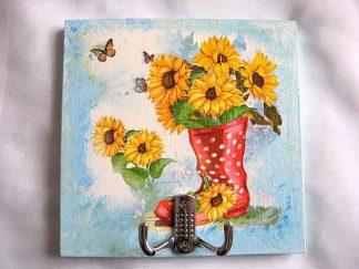 Cuier haine, cizma rosie cu buline albe cu floarea soarelui si fluturi 28097