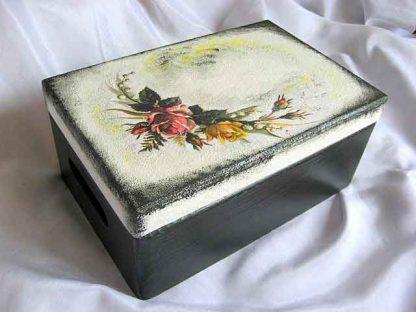 Cutie lemn cu capac si manere, design buchet flori pe partea superioara 24589