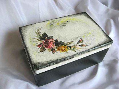 Cutie lemn cu capac si manere, design buchet flori pe partea superioara 24589 poza a 2a