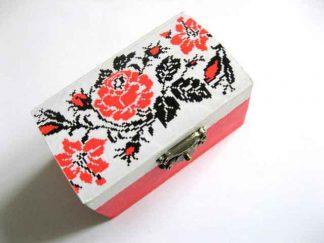Cutie lemn cu motiv floral traditional - trandafiri rosii 28819