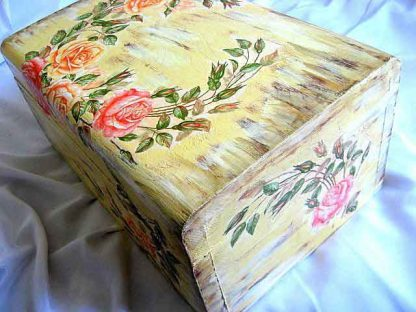 Cufar design trandafiri pe fundal antichizat, cutie lemn masiv poza a 3a