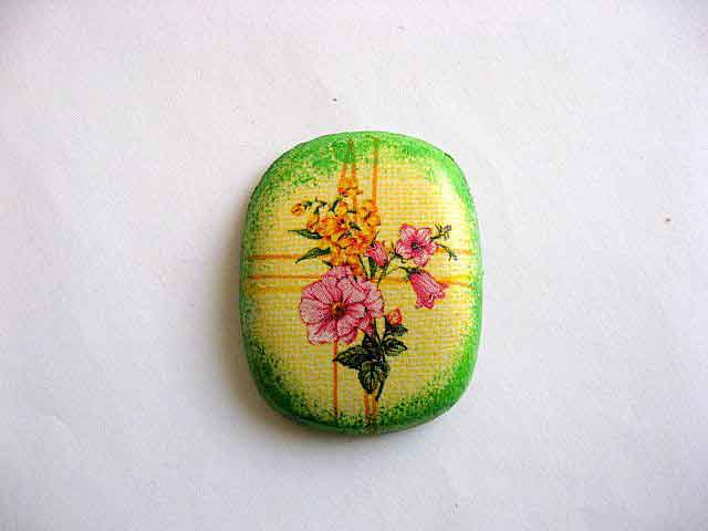 Flori roz si flori galbene, magnet de frigider oval ornamental model 25264