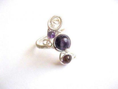 Inel femei, inel usor reglabil cu pietre de ametist si sarma argintata 26089