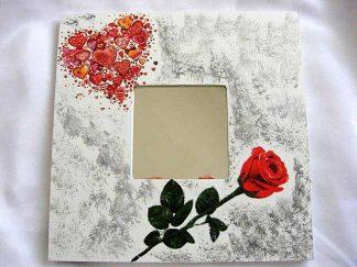 Inima mare formata din multe inimioare mici si trandafir, oglinda lemn 17274