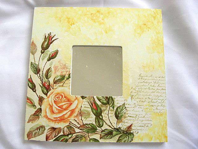 Oglinda cu trandafir galben inflorit si cu trandafiri imbobociti 17269