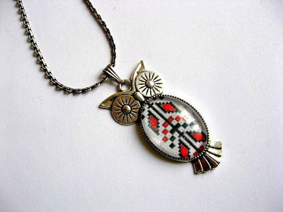 Pandantiv bufnita cu motiv traditional si metal argint tibetan 29373