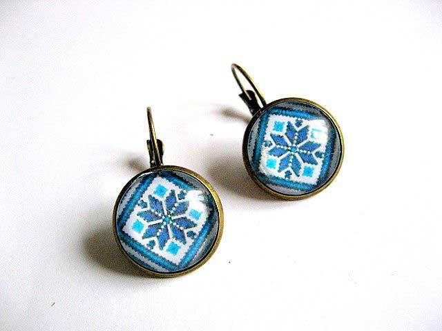 Pereche cercei din bronz cu motiv traditional culoare bleu bijuterie 28898