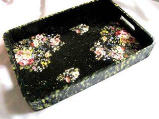 Tava mic dejun, tava lemn model floral fond negru picatele verzi si galbene 28769