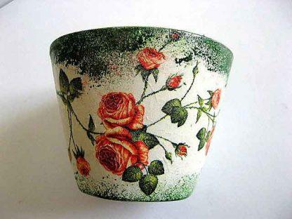 Vaza ceramica flori, model trandafiri rosii pe fundal vintage 21829