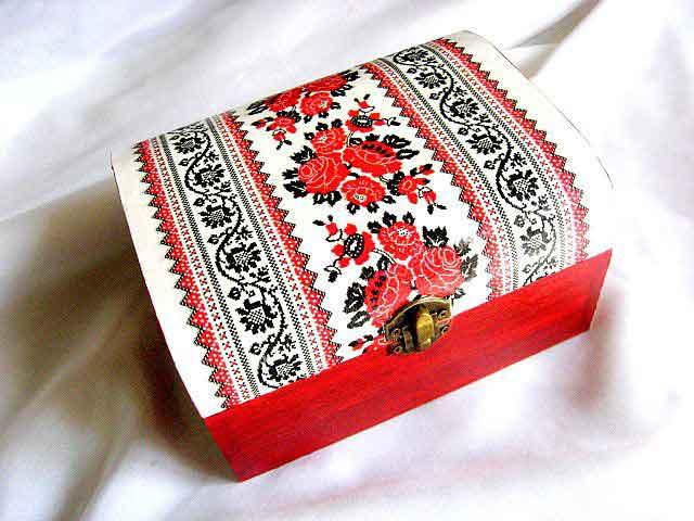 Cutie bijuterii si accesorii cu motiv traditional cu trandafiri rosii 29162