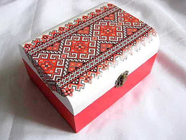 Cutie motiv traditional culori rosu si negru pe fundal alb 29159