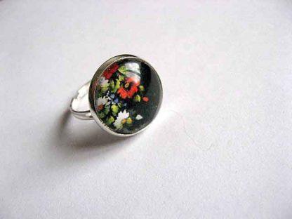 Inel cu motiv floral pe fundal negru, inel reglabil 28235