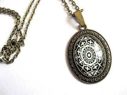 Model abstract alb si negru, colier si pandantiv bronz bijuterii femei 28960