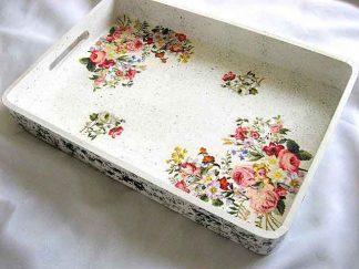 Tava model de flori campenesti, fundal alb cu picatele negre, tava lemn 28641