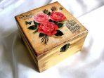 Trandafiri rosii si fluture albastru, cutie lemn bijuterii femei 29054