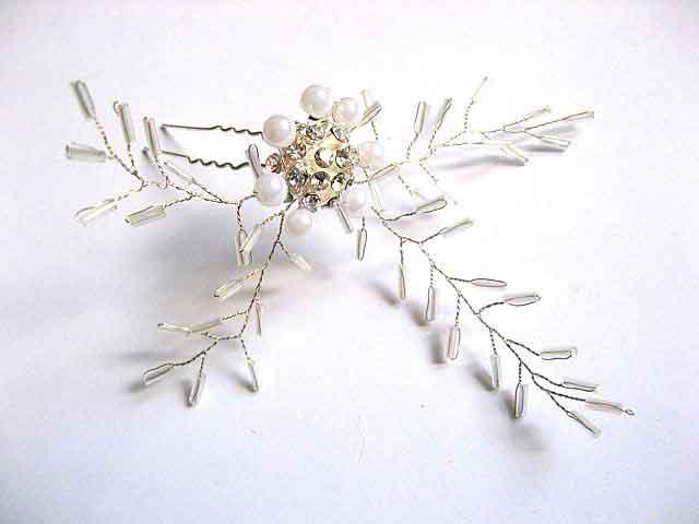 Ac par mireasa, ac par cu perle si cristale. Produs pentru mireasa