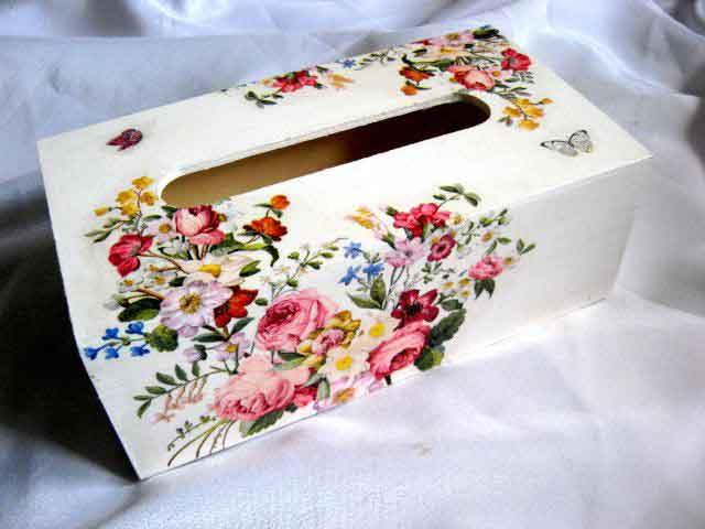 Cutie din lemn pentru servetele, cutie buchet de flori si fluturi 29345