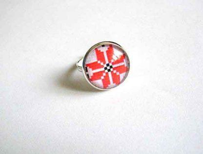 Inel culori rosu si negru fundal alb, inel reglabil motiv traditional 29177