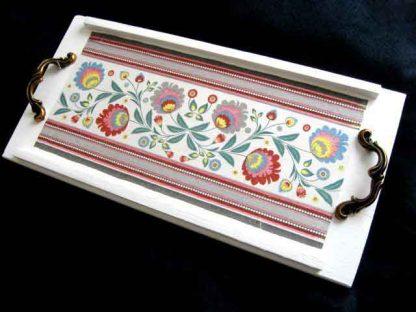 Tava de lemn cu manere si cu motive traditionale romanesti, tava mic dejun 26878 poza a 2a