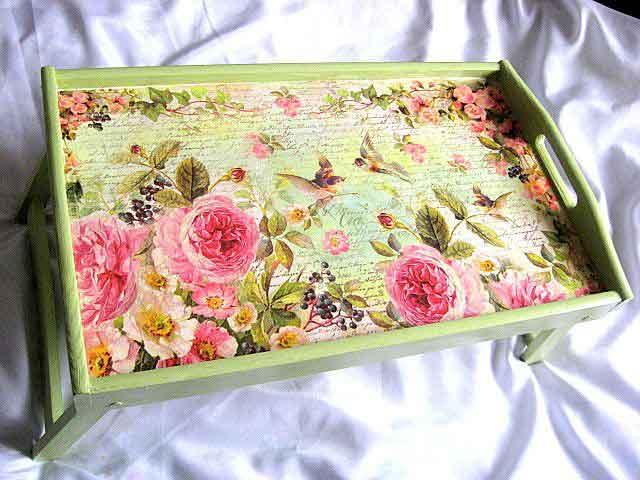 Tava masa din lemn, tava cu model floral si pasari pe fundal vernil 26334 poza a 2a