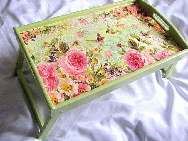 Tava masa din lemn, tava cu model floral si pasari pe fundal vernil 26334