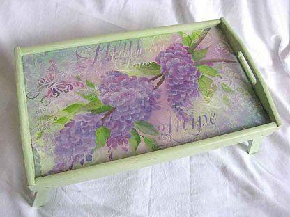 Tava masuta de lemn servire masa, flori si fluture violet purpuriu 21914 poza a 2a