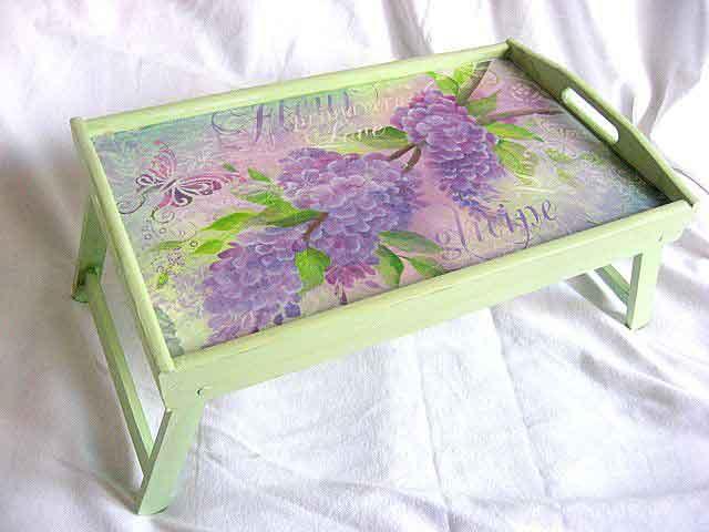 Tava masuta de lemn servire masa, flori si fluture violet purpuriu 21914