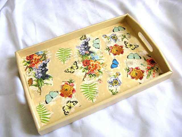 Tava servire masa elemente florale, ferigi si fluturi, tava lemn 26070