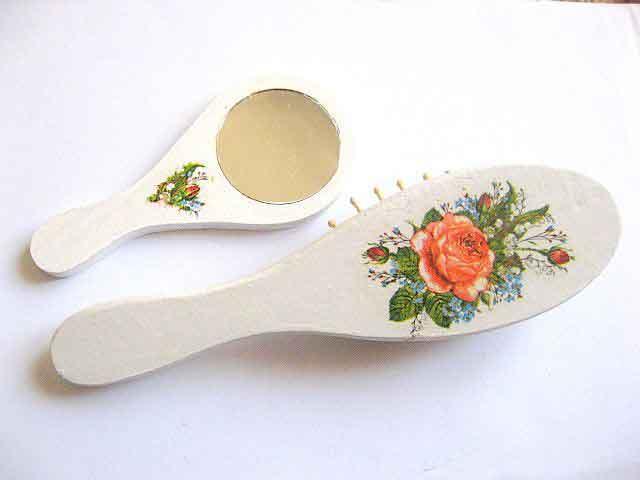 Buchet de trandafiri rosii, set cadou femei oglinda si perie 29416