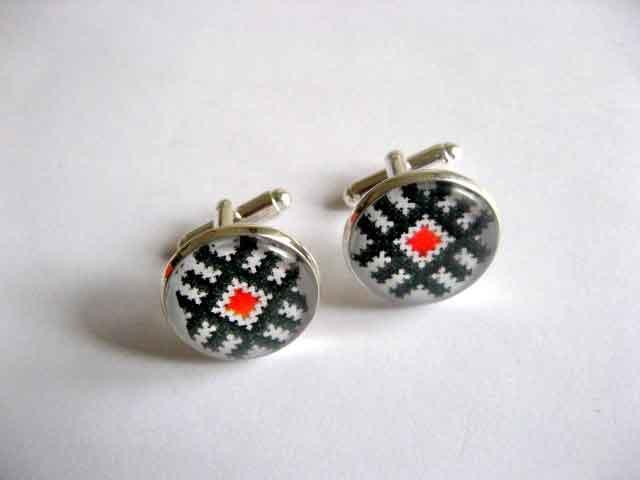 Butoni cu rosu si negru, butoni camasa cu motive traditionale 29521