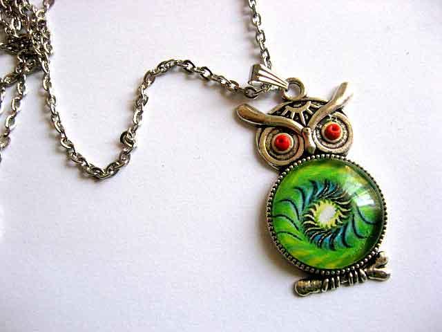 Pandantiv bufnita cu spirala culori verde, albastru si negru, bijuterie cadou 29545