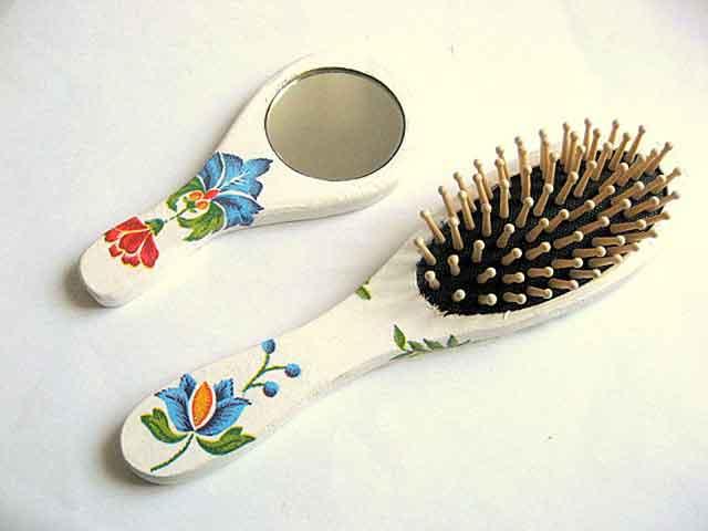 Perie si oglinda cu motiv traditional, set femei 26400