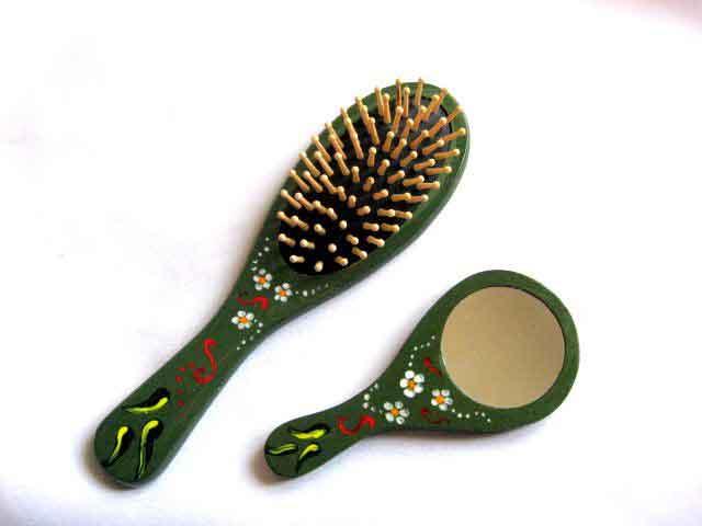 Set oglinda si perie par, set cu flori de musetel si alte ornamente 28008