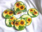 Suporturi cu floarea soarelui pe fundal verde, suporturi pahare si cani 26673