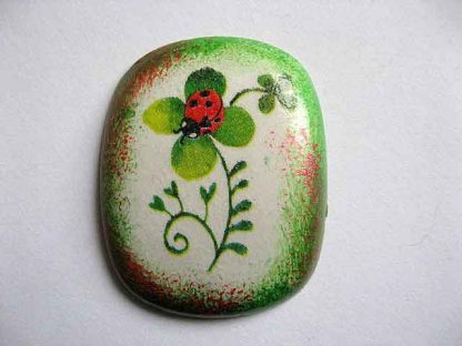 Magnet cu buburuza pe trifoi cu patru foi, decoratiune magnet frigider 24398