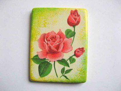 Magnet cu trandafiri rosii pe fundal galben cu vernil, magnet frigider 24394