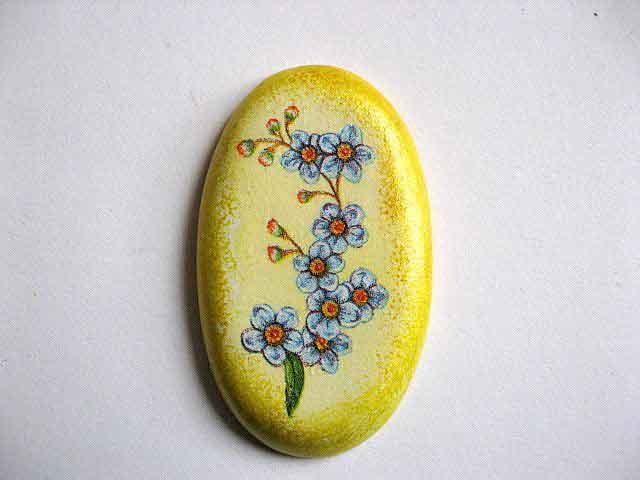 Magnet frigider cu albastrele, magnet cu flori albastre pe fundal galben 24370