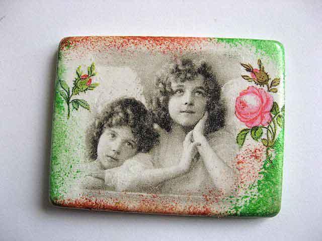 Magnet frigider cu doi copii si trandafiri, magnet ipsos frigider 24383