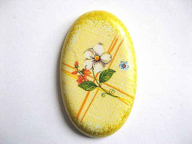 Magnet frigider cu model floral pe fundal galben, magnet din ipsos 24375
