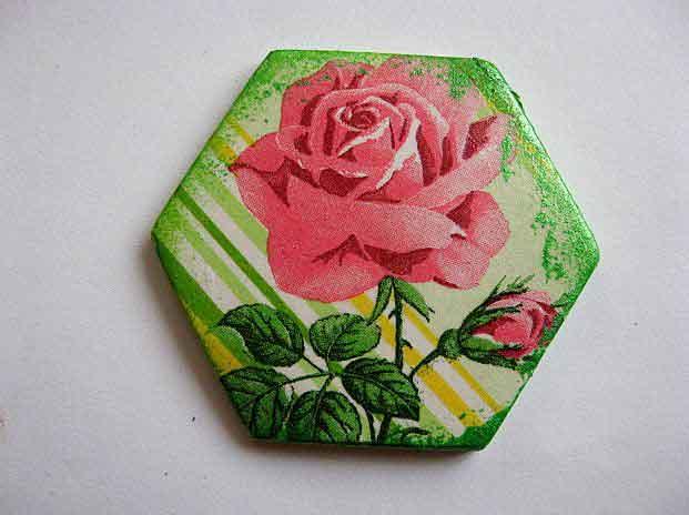 Magnet frigider hexagon trandafiri roz, magnet ipsos decoratiune 23636