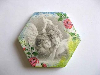 Magnet hexagonal cu copii imagine alb negru si trandafiri rosii, magnet frigider 23509