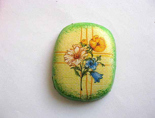 Magnet model floral, flori pe fundal galben si vernil 25262