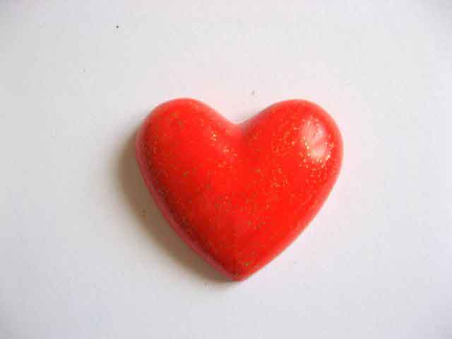 Magnet sub forma de inima de culoare rosie, decoratiune magnet din ipsos 17077