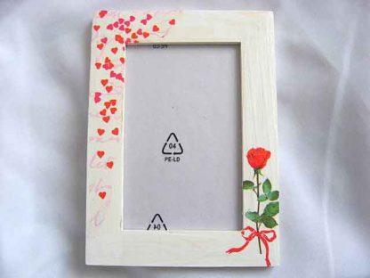 Rama cu trandafir rosu, funda rosie si multe inimioare rosii, rama foto lemn 15162