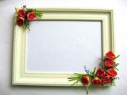 Rama cu trandafiri rosii de hartie, rama foto din lemn stil tablou 25413 poza a 2a