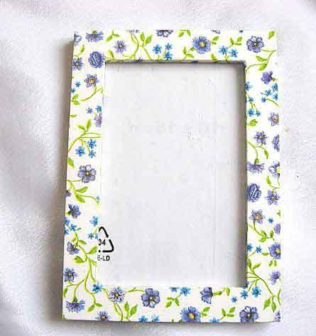 Rama design flori mov, galben, albastru si vernil, rama lemn foto 25938