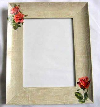 Rama simpla foto cu trandafiri rosii, rama foto lucrata manual 27496
