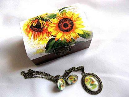 Set cadou femei, set cutie lemn, cercei, colier si pandantiv floarea soarelui 29696